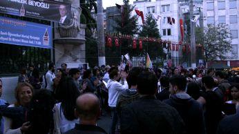 Istnabul LGBTI protest on pedestrian street